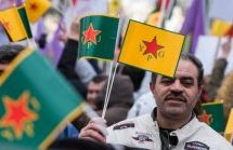 Mostrare la bandiera contro Erdogan