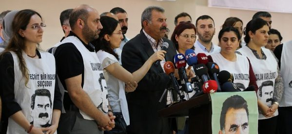 Öcalan: L'Isolamento continua, non ho problemi dal punto di vista fisico