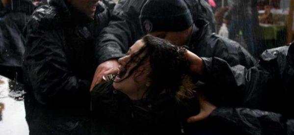 La polizia attacca la manifestazione per l'8 marzo a Ankara:arrestate molte donne