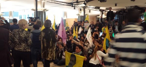 I curdi sono in piedi per KOBANE