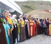 Le donne piazzano le tende per la pace in Kurdistan
