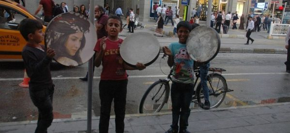 Ai bambini curdi non interessa lo stato d'emergenza