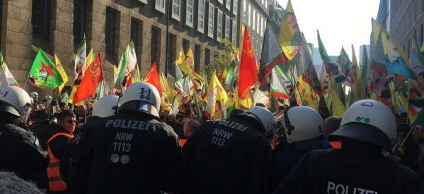 Düsseldorf: l polizia tedesca attaccato manifestanti contro fascismo