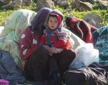 La città è ostaggio di fame e malattia. Ai bambini manca tutto: latte, cibo, vaccini. E le mine continuano a uccidere