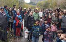 Bambini in visita ai Giardini di Hevsel per impedirne la distruzione