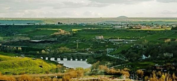 A Diyarbakir i Giardini di Hevsel patrimonio Unesco trasformati in una zona di estrazione di sabbia e di scavi