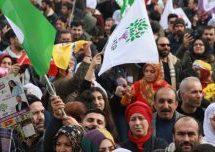 Migliaia di persone si sono radunate a Istanbul in solidarietà con lo sciopero della fame