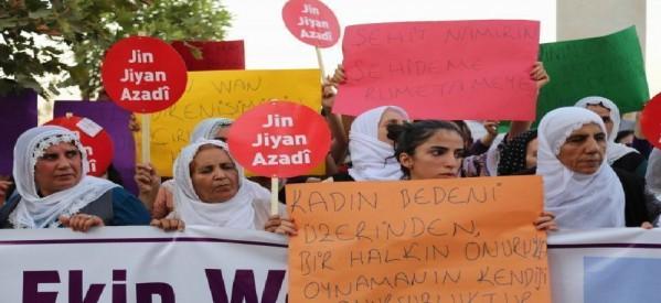 """Lo slogan """"Donne, Vita, Libertà"""" considerato reato"""