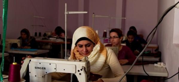 Ricostruire Kobanê attraverso l'iniziativa delle donne: il laboratorio di cucito