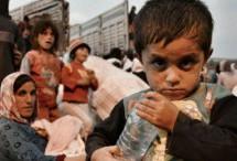 I bambini di Kobanê in attesa di latte e biberon