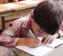 Studenti della scuola elementare sostengono gli esami a Kobanê