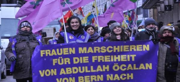 Le donne marciano passo dopo passo verso la libertà