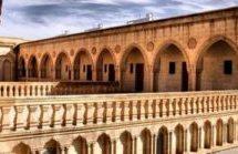 Il governo turco usurpa chiese e monasteri nel sudest curdo