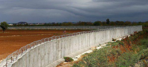Il muro della vergogna frontiera tra la Turchia e il Rojava