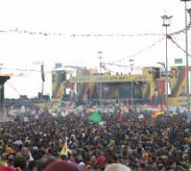 Diyarbakir: Neppure la pioggia spegne il fuoco del Newroz