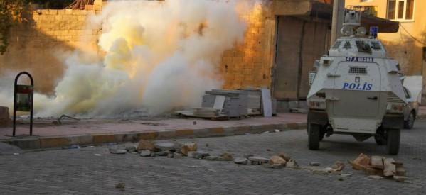 Mandato di terrorismo di stato nella regione curda firmato da Davutoğlu
