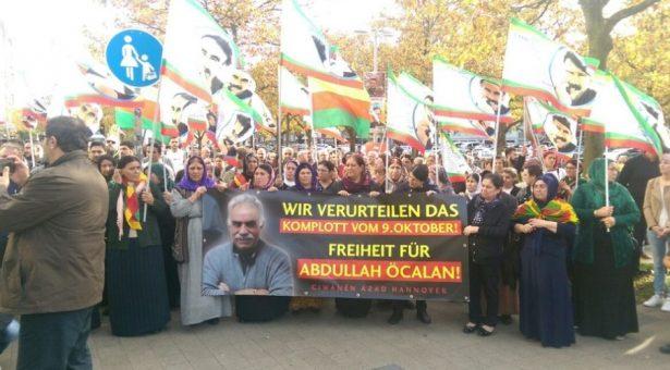 I curdi scendono nelle piazze per Ocalan