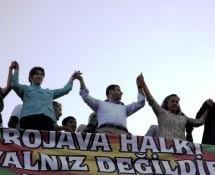 Nusaybin, donne curde manifestano per l'apertura del valico tra Turchia e Siria